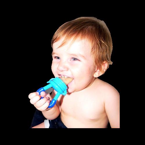 bebé con chupete alimentador fruta y verduras
